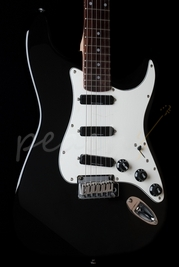 Squier Deluxe Hot Rails Strat Black