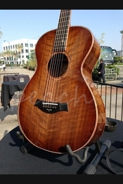 Taylor 12 Fret Grand Concert BTO Walnut