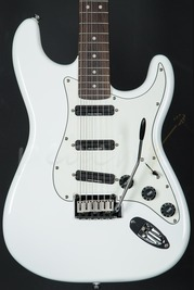 Squier Deluxe Strat Hot Rails Olympic White