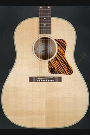 Gibson J-35 2016 Electro Acoustic guitar Natural