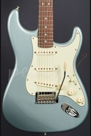 Fender Deluxe Roadhouse Strat Rosewood Mystic Ice Blue