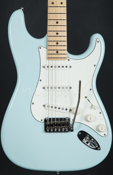 Classic Pro Sonic Blue SSS Maple Neck