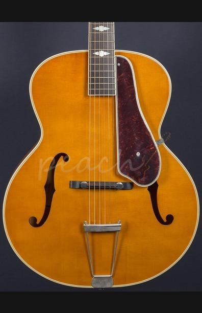 Epihone De Luxe Classic F Hole Masterbuilt in Vintage Natural