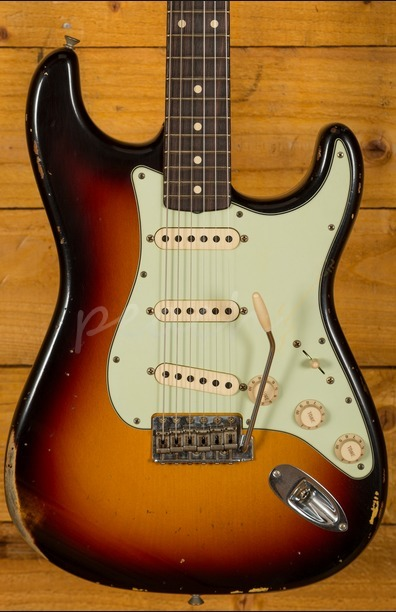 Fender Custom Shop '60 Stratocaster Relic 3 Tone Sunburst